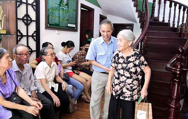 Mỗi ngày Trung tâm Thuốc dân tộc tiếp đón hàng chục lượt bệnh nhân